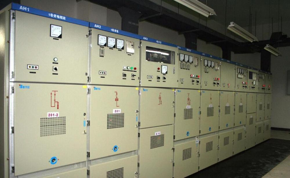 另外又有两套电路控制开关的跳闸.