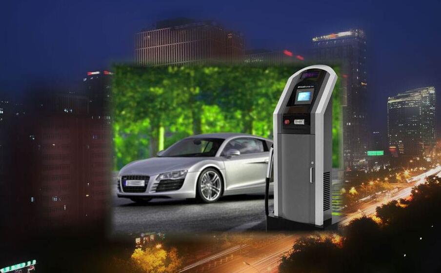 """一方面,是新能源汽车销量持续增长,另一方面,消费者对新能源汽车顾虑重重。而""""充电难""""则是其中最突出的一环。 小区""""落户""""难 2017年,北京的王先生购入一辆新能源汽车,原本以为解决了用车问题,没想到充电成了一大难题。 按照北京市有关规定,拥有固定车位的居民,可在车位上安装新能源汽车充电桩。买上充电桩准备在自家车位安装时,王先生被小区物业叫停了。物业方给出的理由是小区属老旧小区,电容不够。 王先生介绍,小区内像他这样有车却没处充电的业主不在少数。&ldquo"""