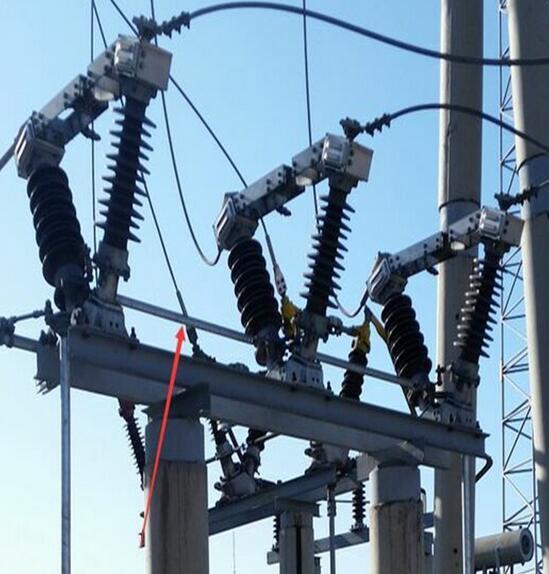 在闭合电路中,电压是产生电流的条件,电流的大小既与电路的(电阻)